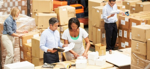 tech-warehouse-receiving-workers